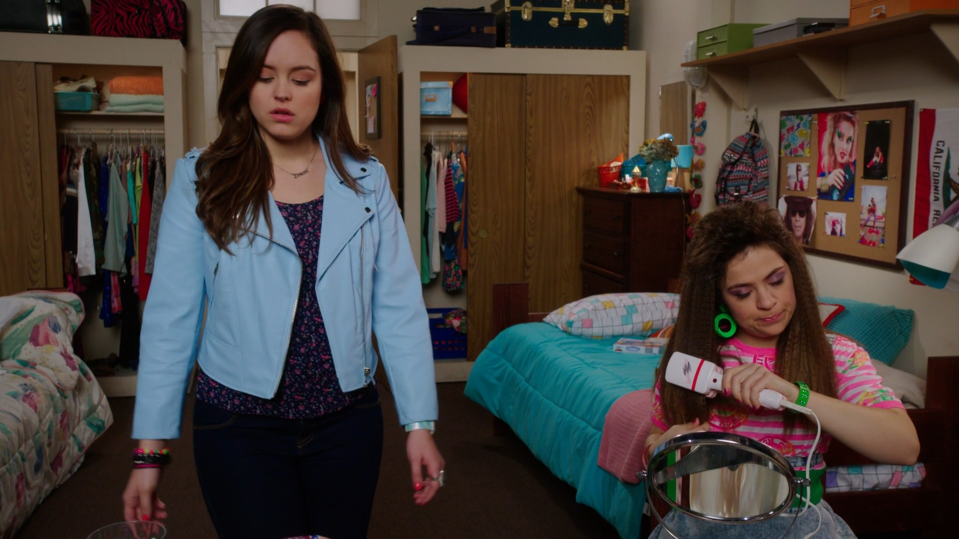 Hayley Orrantia, Blue Jeans- The Goldbergs S05E16
