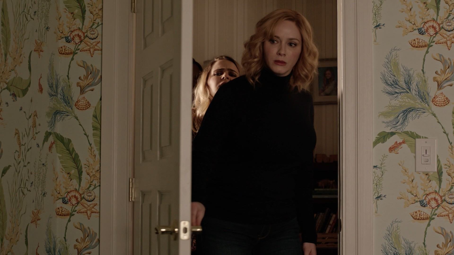 Mae Whitman,Christina Hendricks Blue Jeans Good Girls- S01E04