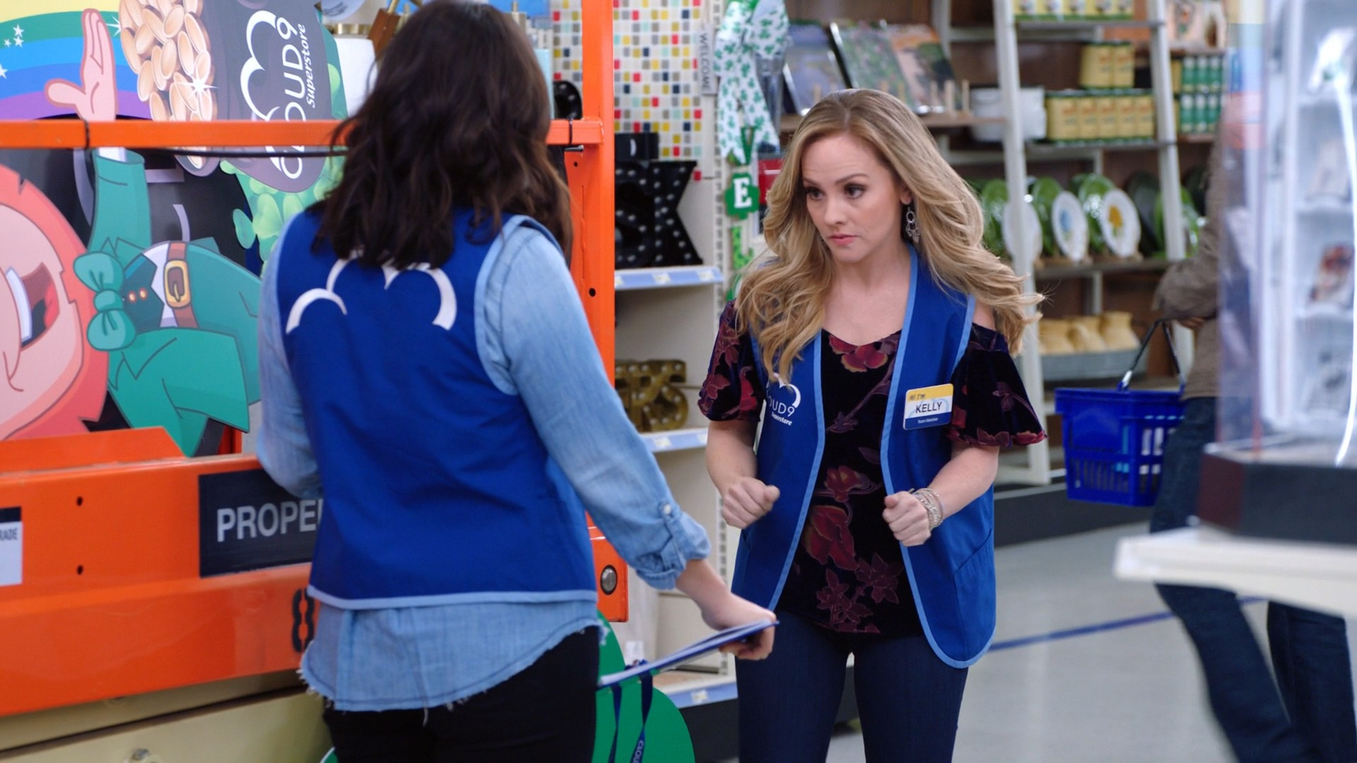 America Ferrera, Kelly Stables- Superstore S03E14