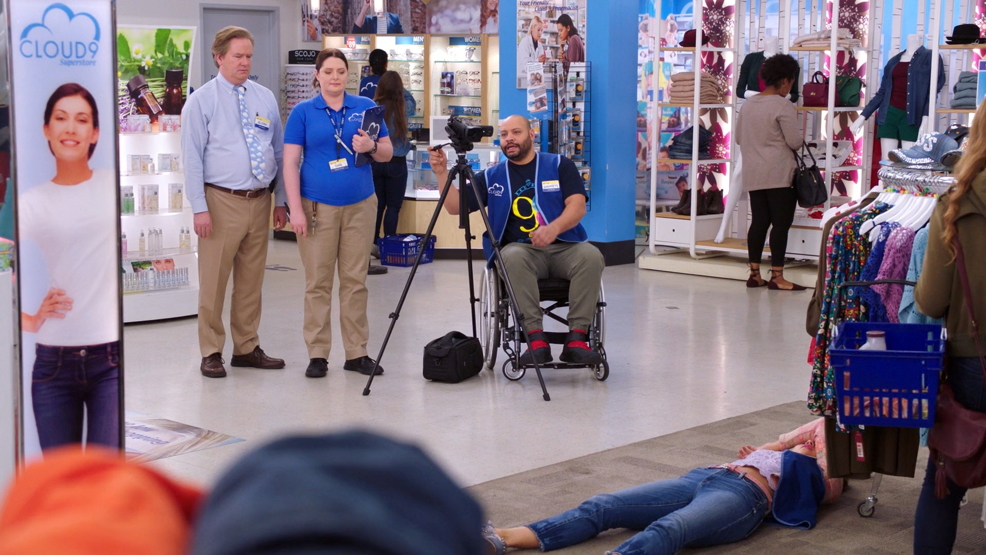 America Ferrera, Nichole Bloom, Kelly Stables Blue Jeans -Superstore S03E21