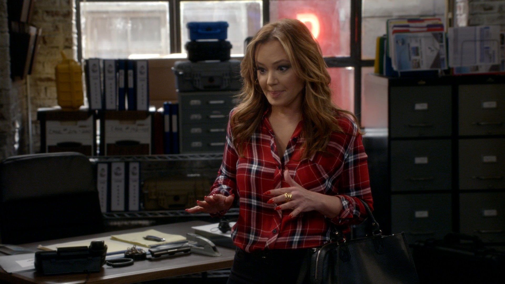 Leah Remini, Taylor Spreitler- Kevin Can Wait S02E24 (Series Finale)