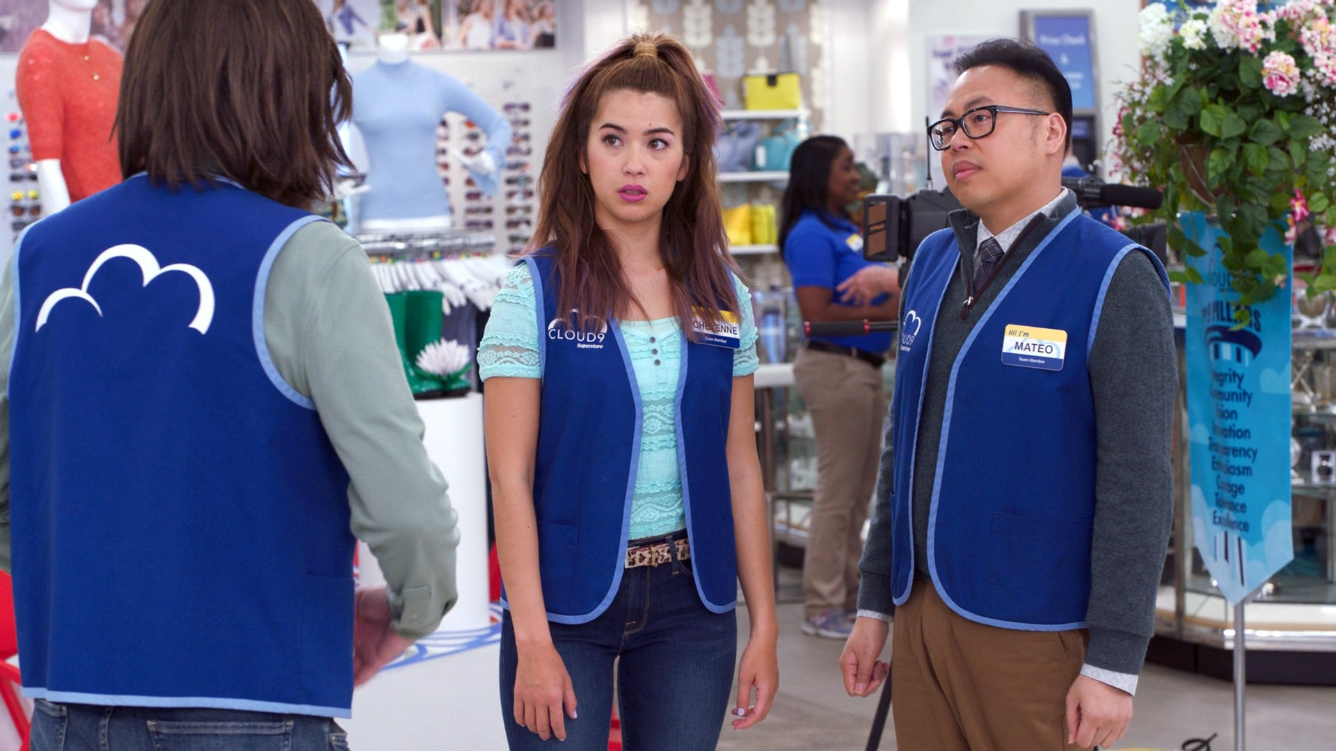 America Ferrera, Nichole Bloom, Kelly Stables Blue Jeans- Superstore S03E22 (Season Finale)