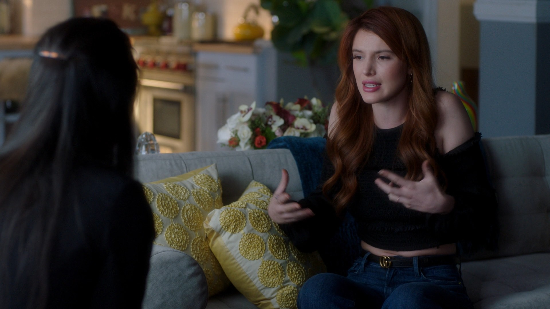 Bella Thorne,Georgie Flores- Famous In Love S02E10 (Season Finale)