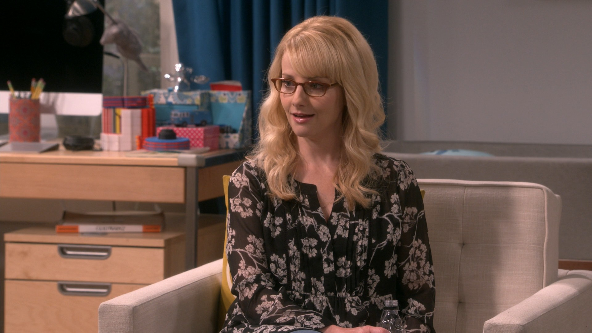 Kaley Cuoco,Melissa Rauch - Big Bang Theory S12E01- The Conjugal Configuration (Season Premiere)