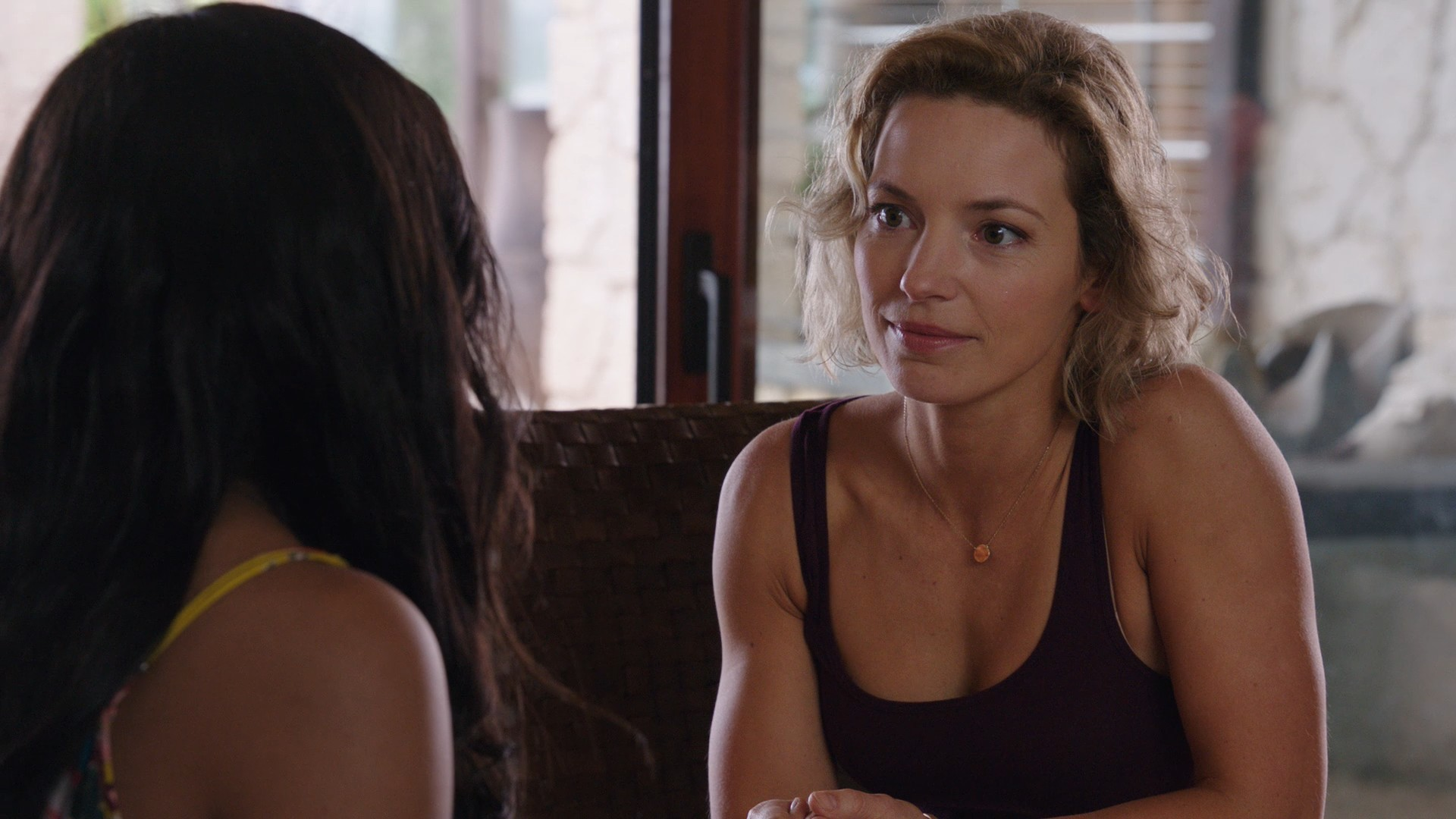 Perdita Weeks- Magnum P.I. S01E01 (I Saw The Sunrise)