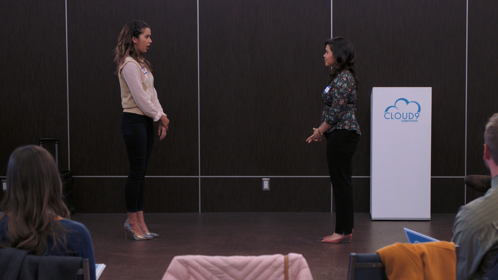 America Ferrera, Nichole Bloom- Superstore S04E10