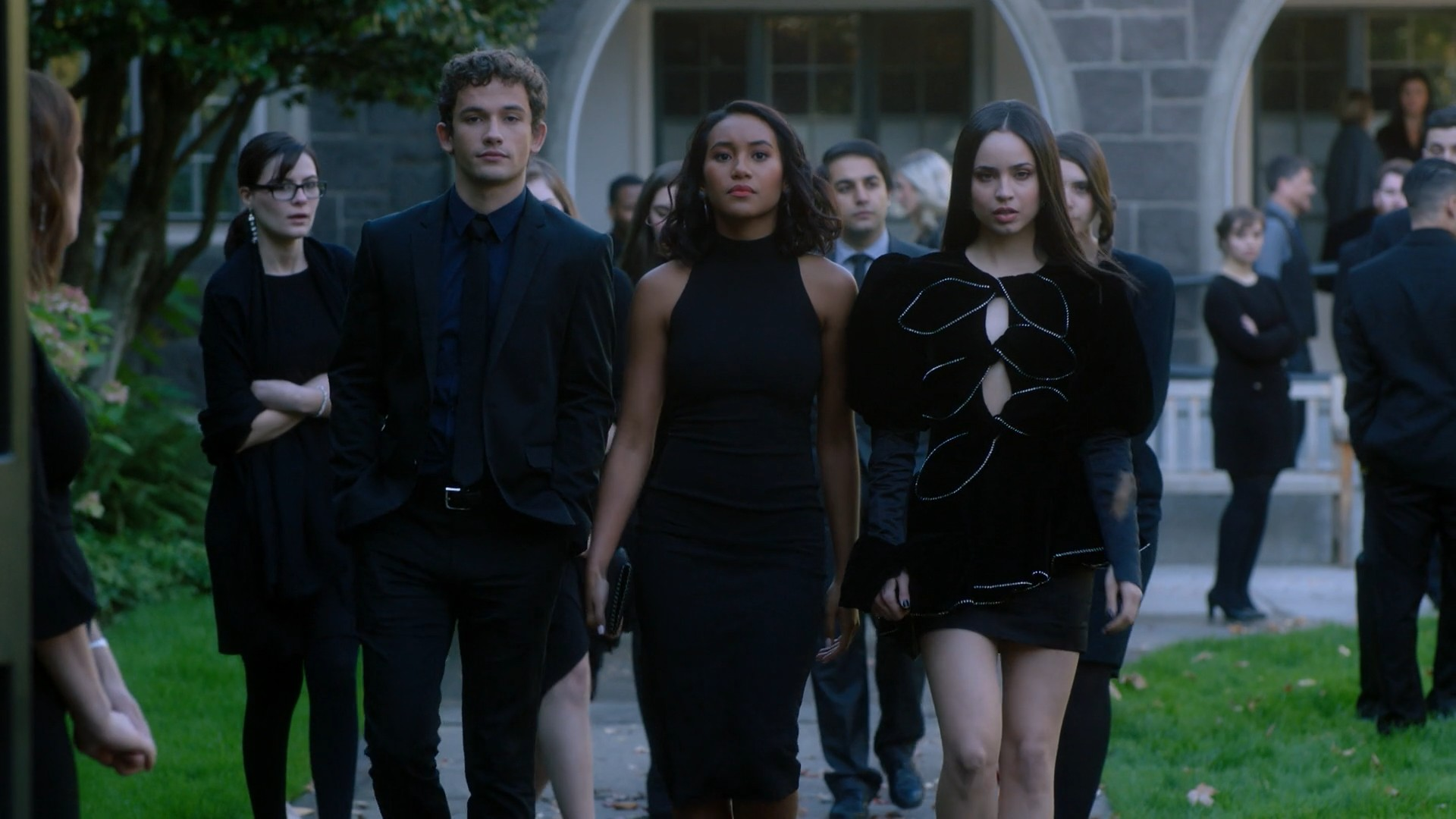 Pretty Little Liars: The Perfectionists- S01E02 Sasha Pieterse, Janel Parrish, Sofia Carson, Sydney Park