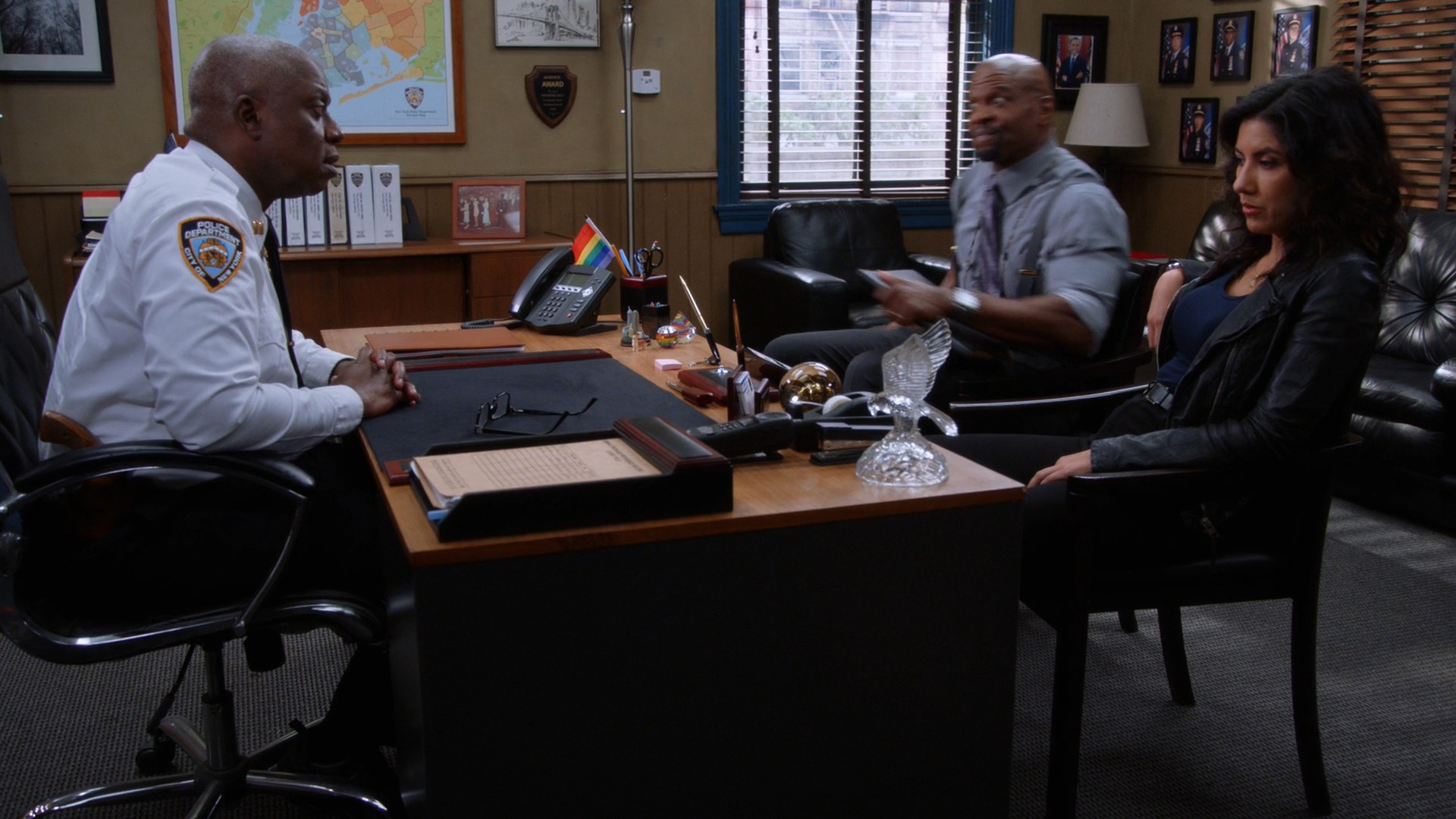 Stephanie Beatriz, Chelsea Peretti- Brooklyn Nine Nine S06E17-E18(Season Finale)