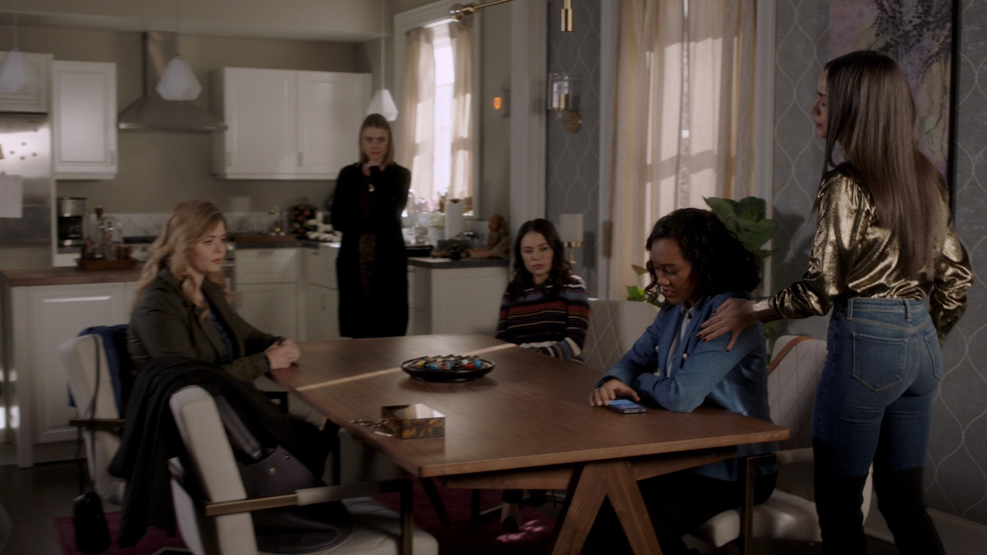 Sasha Pieterse, Sofia Carson, Janel Parrish, Sydney Park- Pretty Little Liars: The Perfectionists- S01E09-E10 (Season Finale)